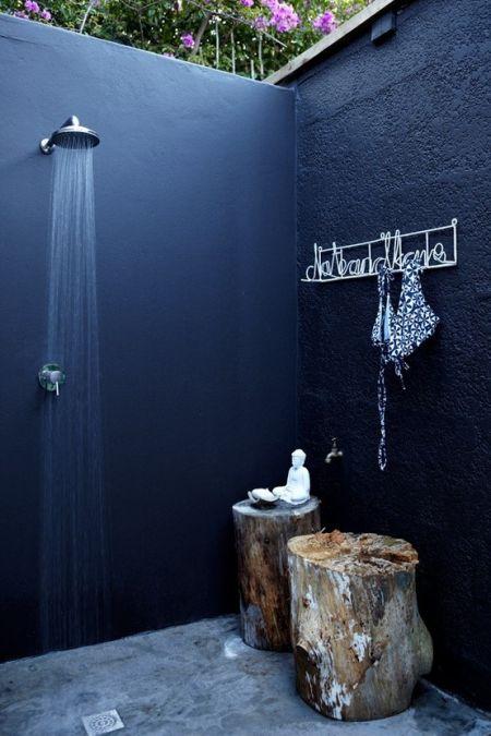 une douche après la piscine...