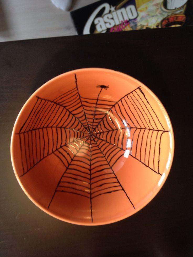 Edderkoppespind i skål
