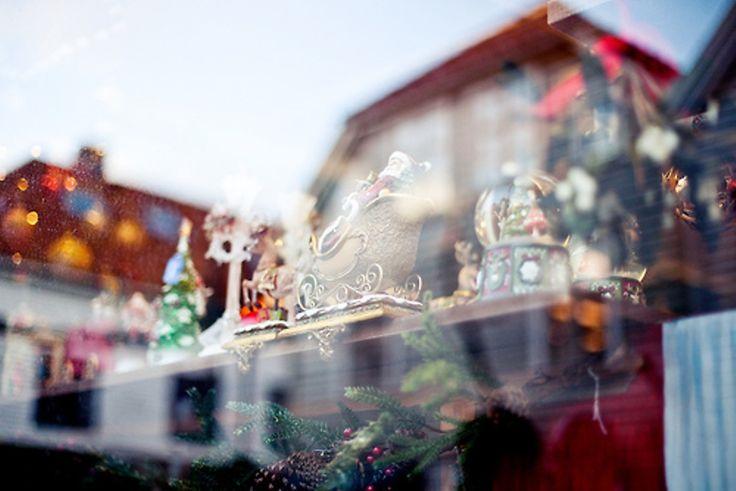 Οι κανόνες των Χριστουγέννων  Τα Χριστούγεννα έχουν τους δικούς τους κανόνες… και είναι κανόνες χαράς, γέλιου, θαλπωρής.
