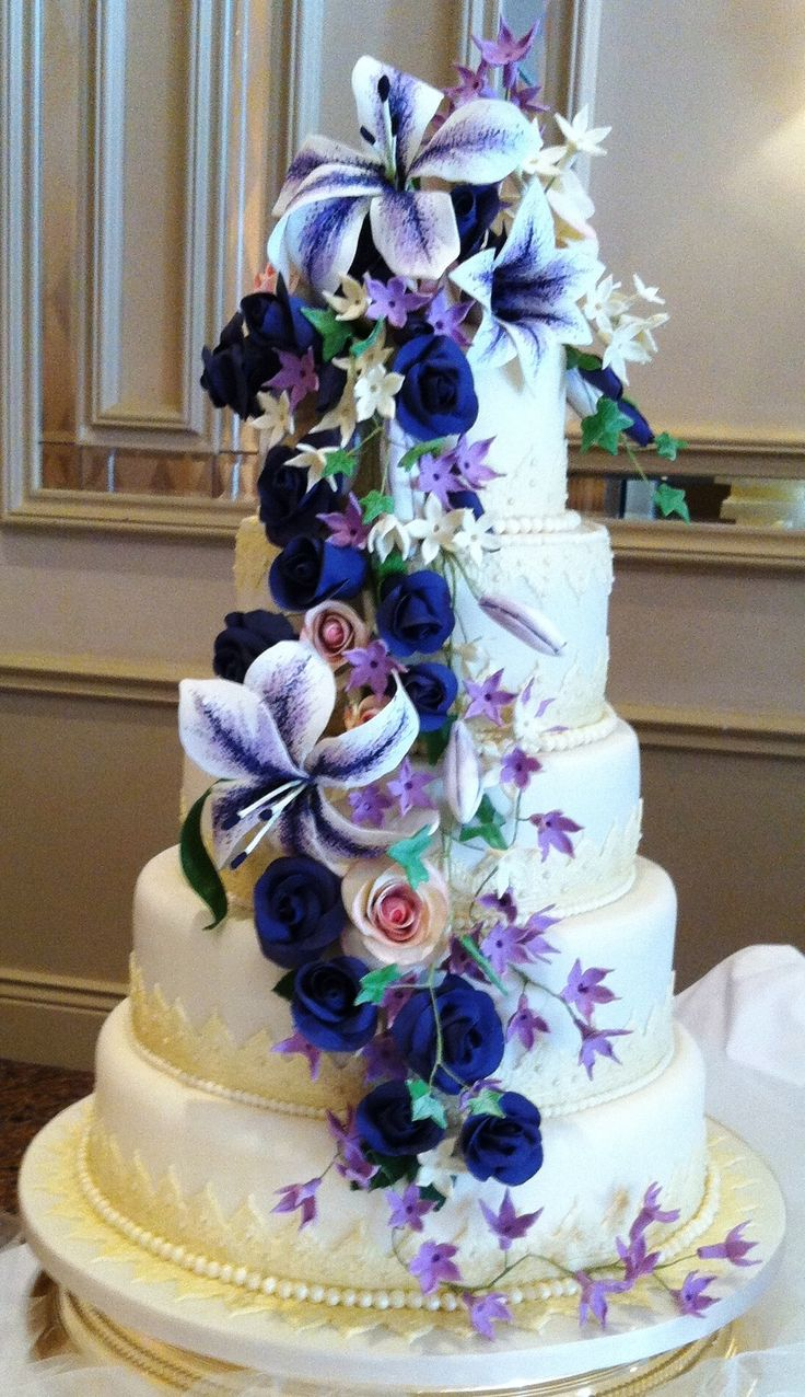 Love Um Cakes will also be exhibiting at our wedding fair.  This is just a sample of their expert creative work and flair! Meet with Deirdre Hogan during our event on Sunday, 14th June 2015.