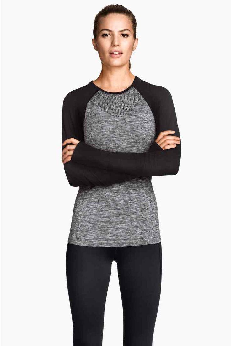 Camiseta deportiva sin costura   H&M 20€
