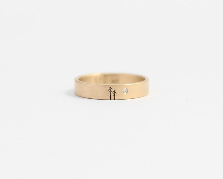 Woodland Ring with Single Diamond in Yellow Gold - Medium