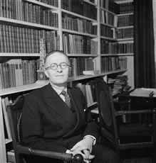 Jean Giraudoux, écrivain français, en novembre 1935.