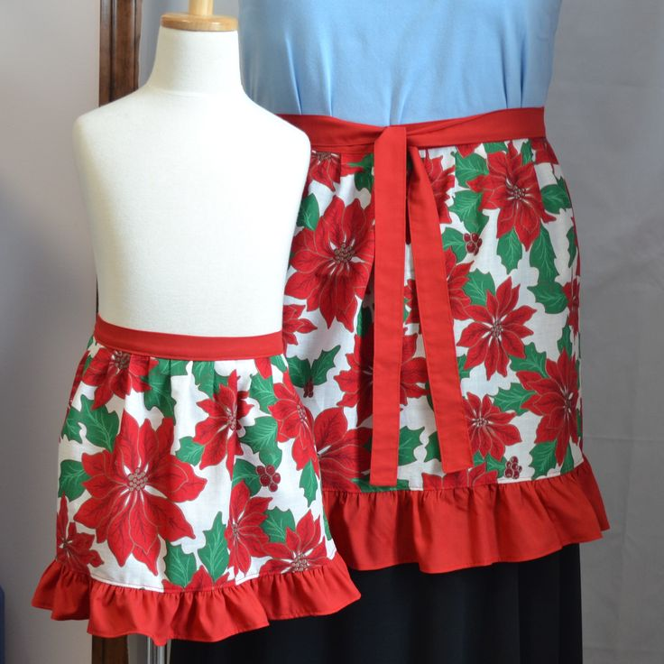 Mother and daughter matching Christmas apron set - Mommy and me aprons  - Red apron set - White and red Poinsettia print - Matching aprons