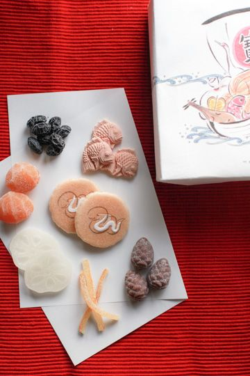 """""""Seven Lucky Gods"""" New Year's greetings confectionery"""