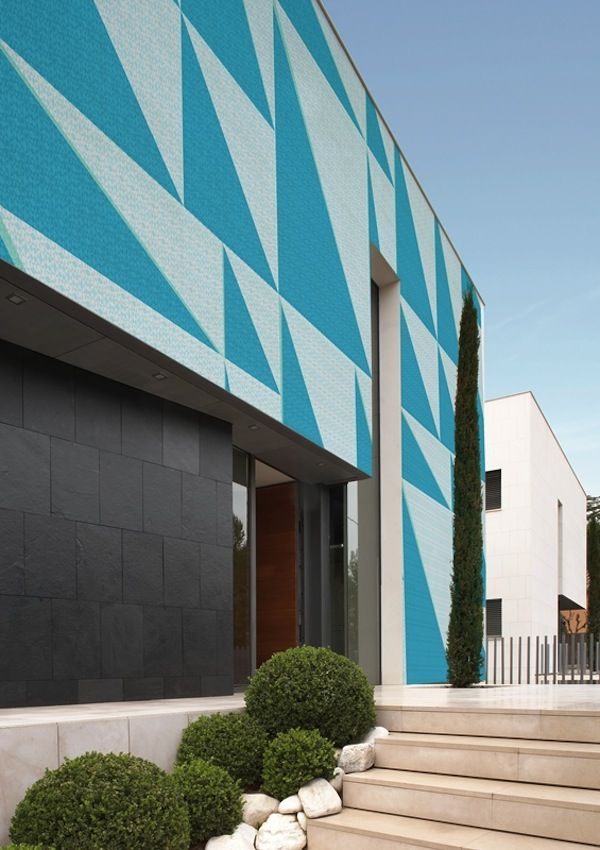 Tri-Angle outdoor wallcovering by Wall & Decor