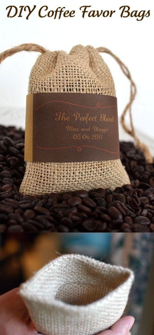 Bolsitas de café en grano para recuerdos de boda /   http://www.intimateweddings.com/