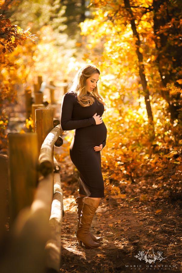 FALL MATERNITY PHOTO IDEAS!! SO CUTE!! www.mariegranthamphotography.com Las Vegas Maternity and Newborn Photographer | Marie Grantham Photography