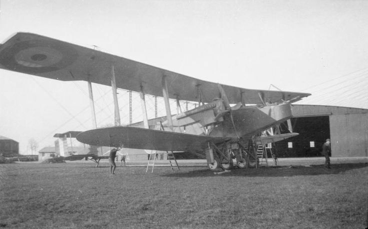 BRITISH AIRCRAFT FIRST WORLD WAR (Q 68076)   Handley Page Type O (0/100) heavy bomber.