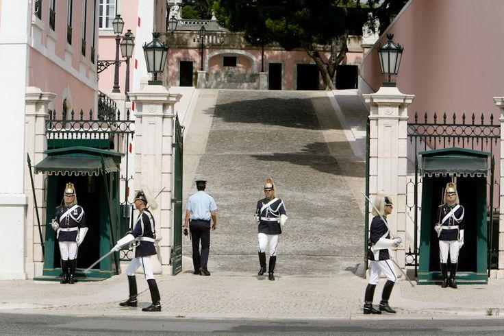 Palácio Nacional de Belém, em Lisboa, Portugal. A entrada no palácio faz-se pela rampa do Pátio dos Bichos. Por aqui entram os convidados do Presidente da República e visitas oficiais. Fotografia: http://www.presidencia.pt/?action=12&id1=&id2=15&id3=51449