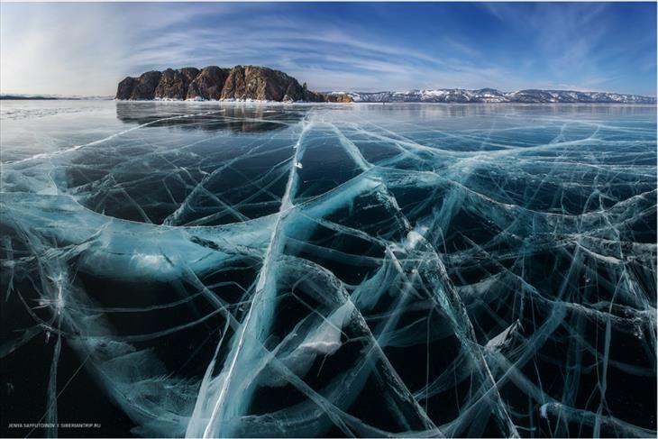 17 Fotos incríveis da natureza - Mais de um metro de gelo no Lago Baikal