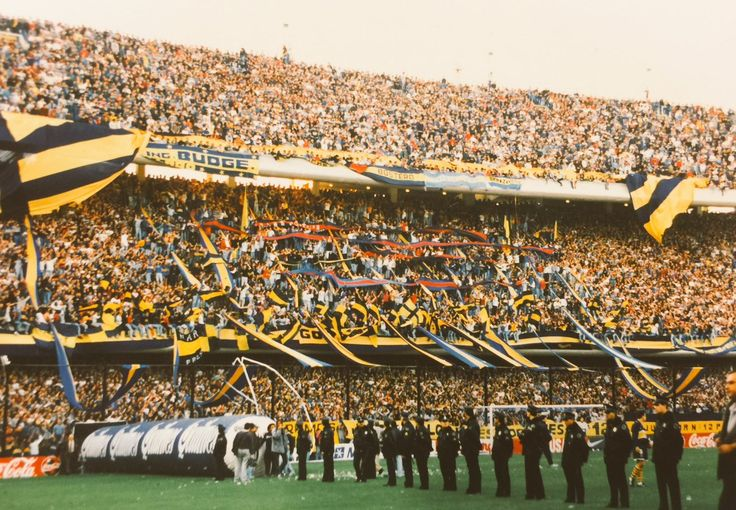 Boca Juniors - La 12, las banderas de los cuervos estan todas en La Boca  - La Historia Continua (@javierlofrano) | Twitter