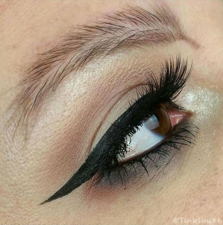 The beauty world never ceases to surprise me. It feels like there is a new trend every other day and each of them is crazier than the one before. And the latest Insta-trend is feather brows.