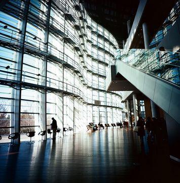 国立新美術館 -【東京】東京で友人と遊ぶならおすすめの楽しい遊び場へ