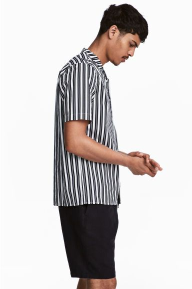 Casual hemd - Regular fit - Wit/donkerblauw gestreept - HEREN | H&M BE 1