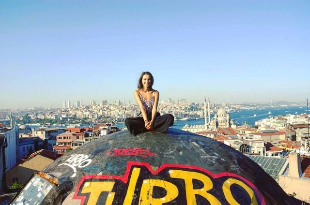 From the Journal: Founders Story behind Starting Comuna Travel - Ioana during a solo travel trip to Turkey. Istanbul, September 2015.
