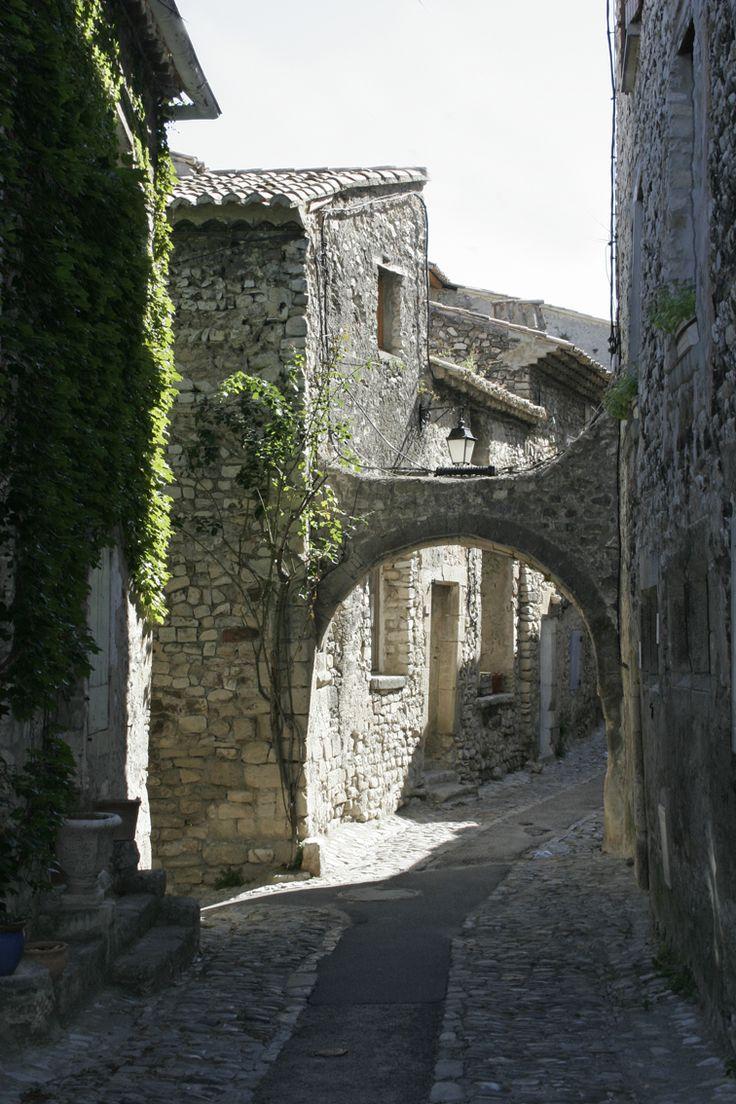 Vaison-la-Romaine, Vaucluse, Provence-Alpes-Côte d'Azur, France