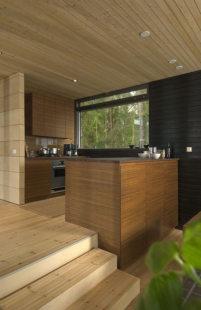 Кухня являясь частью жилой комнаты отгорожена от нее кухонным островом. .