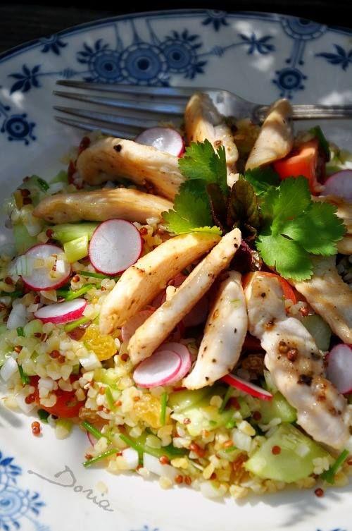 Salade de poulet au boulghour et aux herbes  - recette: http://lacuisinededoria.over-blog.com/2014/05/salade-de-poulet-boulgour-et-quinoa-aux-herbes.html