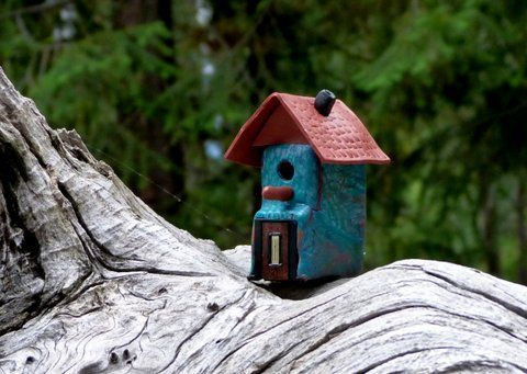 Awesome looking little bird house made from an old printer ink cartridge.
