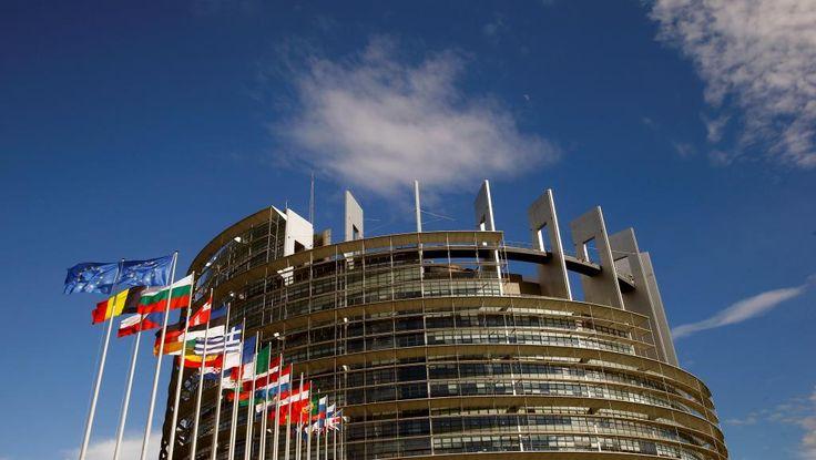 Des mesures de sécurité hors du commun ont été prises à Strasbourg, pour la cérémonie d'hommage à l'ancien chancelier allemand Helmut Kohl, qui se déroule ce samedi au siège du Parlement européen, en présence notamment du président Emmanuel Macron, de la chancelière Angela Merkel et de l'ancien président des Etats-Unis Bill Clinton.