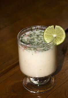 Leche de Tigre  Ingredientes:  jugo del ceviche 6 limones 2 dientes de ajo molido 1 vaso de vino blanco 1 cucharada de ají verde molid