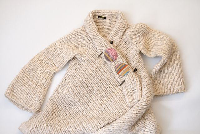 sweet idea to mend or decorate an old sweater | Karen Barbé | Textileria