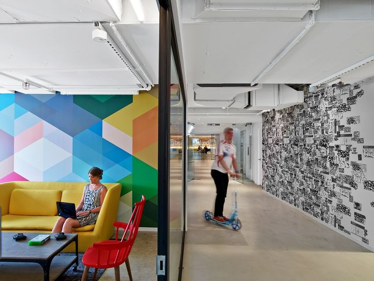 LinkedIn, the world's most popular professional social network recently decided to remodel its New York City office, which is located in the Empire State Building. One of the floors was designed by M Moser ... Read More