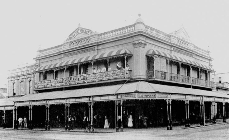 Stuparts Drapery Palace, Kent and Bazaar Streets, Maryborough, ca. 1900 / Picture Fraser Coast, Maryborough, Wide Bay and Burnett Historical Society http://www.frasercoast.qld.gov.au/picture-fraser-coast | thefashionarchives.org
