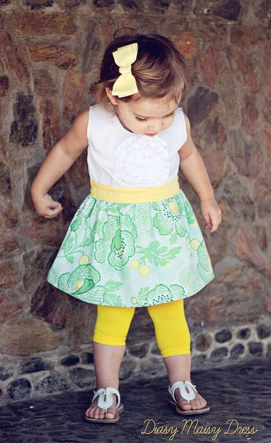 Yet another cute little dress with free pattern
