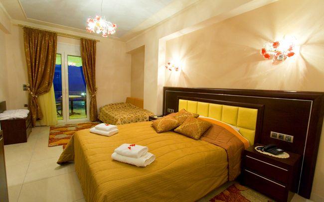 Τα δωμάτια μας - Τρίκλινο δωμάτιο - http://www.ilia-mare.gr/triple-room Δωμάτια διαμπερή με όμορφα γήινα χρώματα και με θέα τον Ευβοικό κόλπο, χαρίζουν σε κάθε επισκέπτη τους στιγμές απόλυτης ηρεμίας και χαλάρωσης. Επίσης, διατίθενται για όλους όσους επιθυμούν ξεκούραστες και ξέ