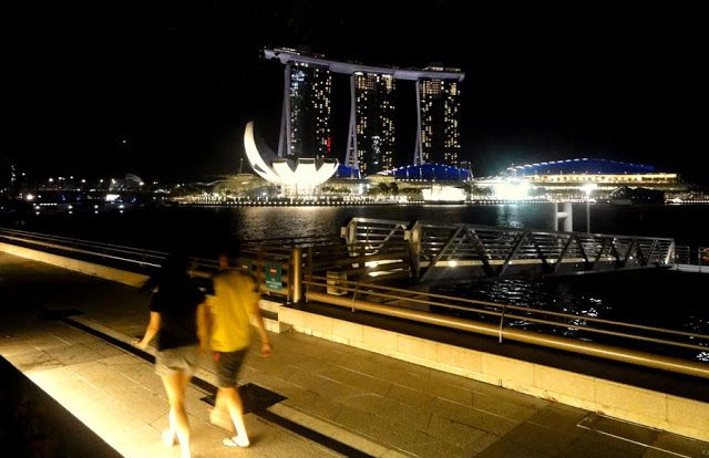 Travel and Lifestyle Diaries Blog: Al Fresco Dining and Marina Bay Skyline Views at Makansutra Gluttons Bay in Singapore