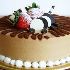 Aprende a preparar pastel de moka envinado con esta rica y fácil receta.  La tarta de moca envinada es un postre que se caracteriza por tener sabor a café y chocolat...