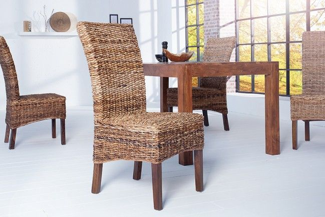 Moderner Stuhl BALI Bananenblättergeflecht mit Beinen aus massivem Mangoholz.  Sitzkomfort ist bei diesem Stuhl garantiert!Mit diesem formschönen Holzstuhl aus Naturmaterialien holen Sie sich ein ganz besonderes Design-Schmuckstück in Ihr Ambiente. Der Stuhl hat eine hohe, leicht geschwungene Rückenlehne, die dem Stuhl eine edle Note verleiht. Der Überzug besteht aus sorgfältig...