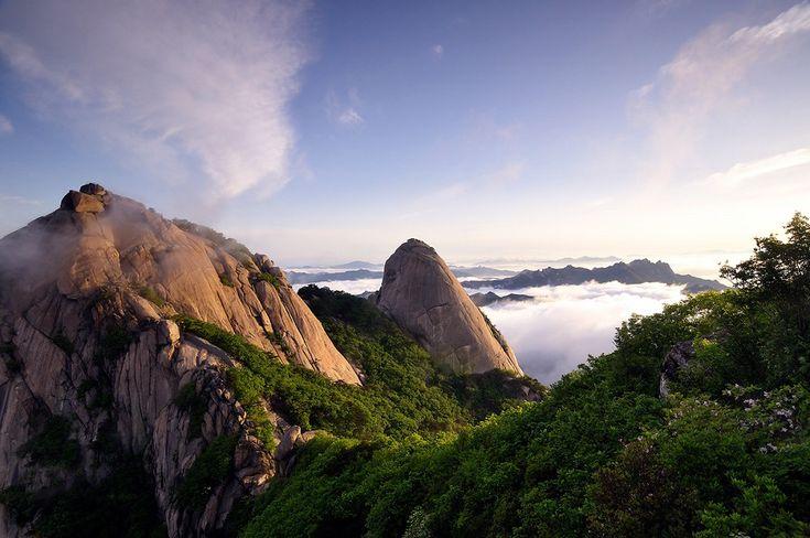 Гора Пукхансан в Сеуле. Южная Корея.