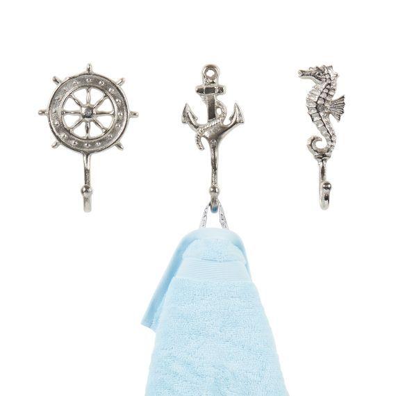 Haken-Set im maritimen Stil. Es finden ein Seepferdchen, ein Steuerrad und ein Anker Platz an Ihrer Wand.
