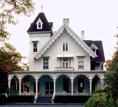 The verandah is so beautiful! Dream house x