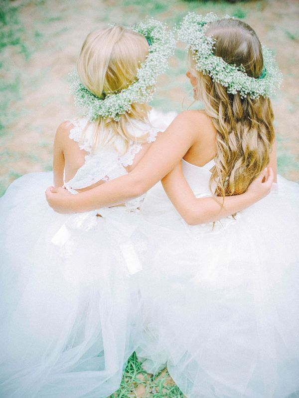 Flower girls with baby's brath crowns | Mariel Hannah Photography