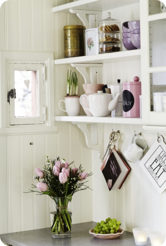 Toves Sammensurium: Kitchens Interiors, Pastel Kitchen, Cottages Kitchens, Kitchens Shelves, Open Shelves, Kitchens Ideas, Country Kitchens, Kitchens Corner, White Kitchens