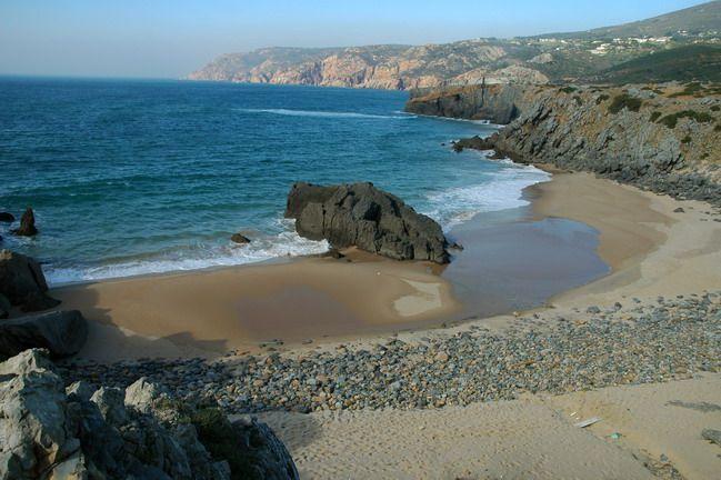 Praia do Abano  Najlepsze i najpiękniesze plaże wokół Lizbony – mapa + informacje: http://infolizbona.pl/?p=1640 Jak dojechać na plaże w Lizbonie i okolicach [Mapa + aktualne ceny]: http://infolizbona.pl/?p=2712