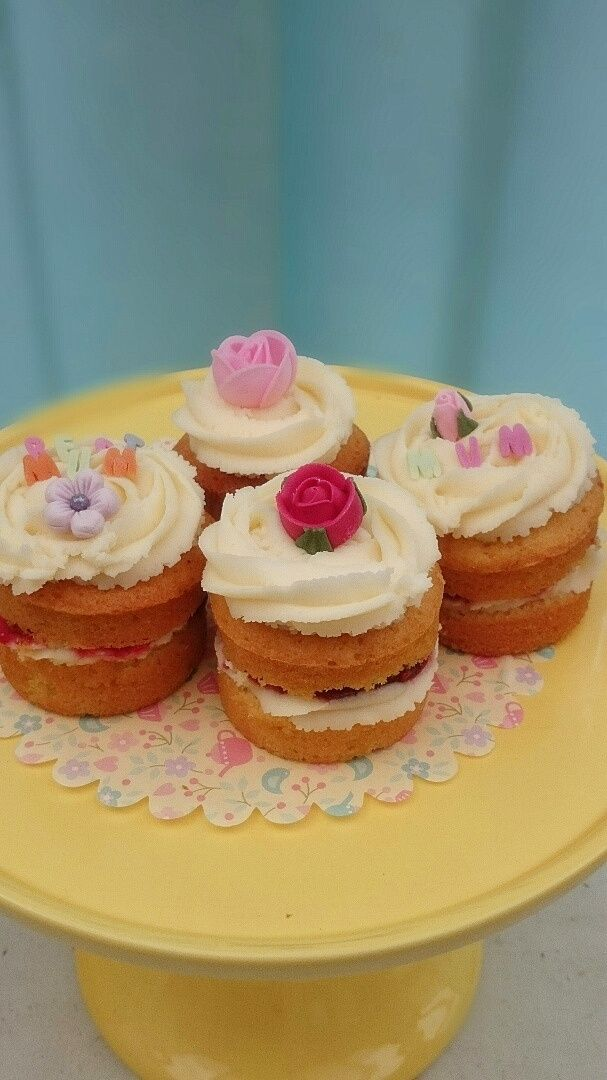 Flowery Mother's Day cupcakes