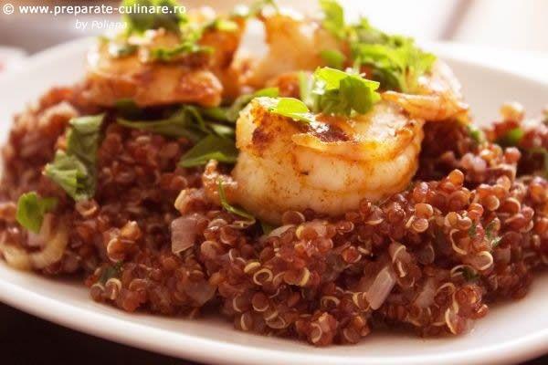 Red quinoa with shrimps