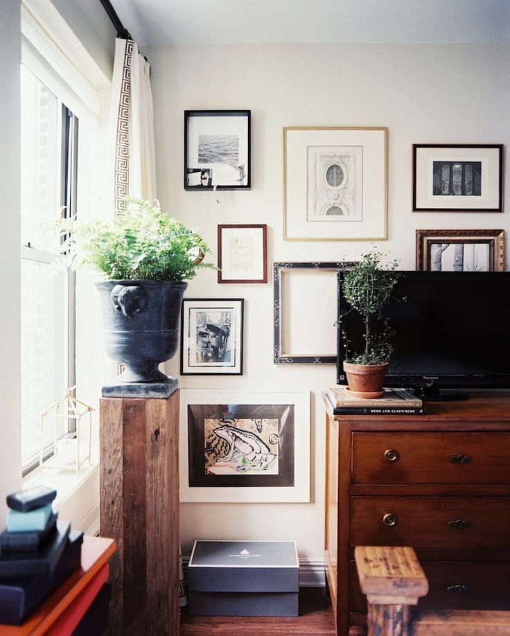TV Wall with pictures.  Decorating Around The TV   20 Elegant, Inspiring Ideas - laurel home
