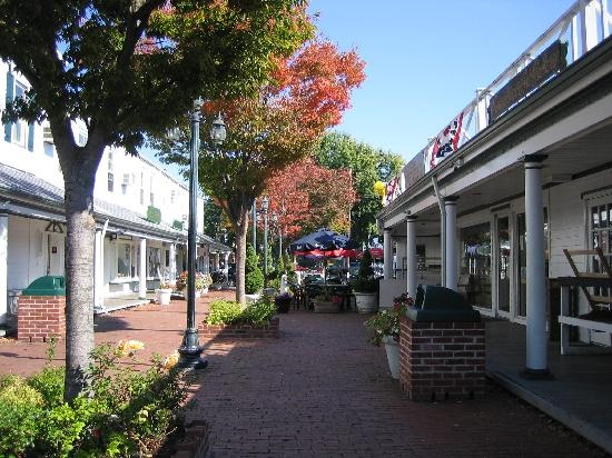 I love port Jefferson  I all way  go there  when I was  a  kids  and  go to school  there to  I walk there some  time   I love  it  there