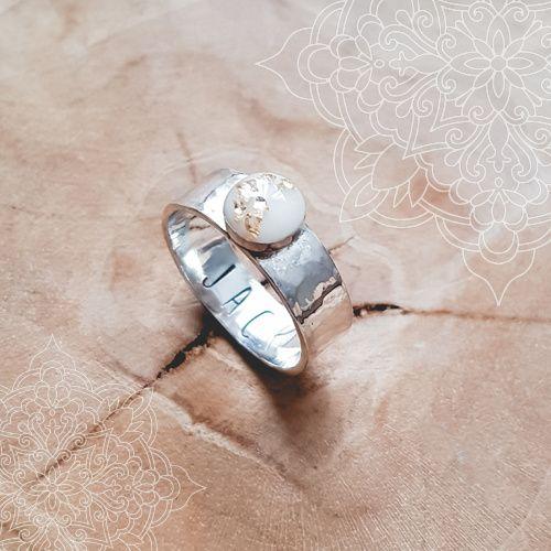 Moedermelk ring Chérise | Moedermelk ringen | petitlamour    Unieke handgemaakte moedermelk & gedenksieraden. Petit Lamour, sieraden met een verhaal. Persoonlijk, uniek & waardevol. Kijk voor meer info op www.petitlamour.nl