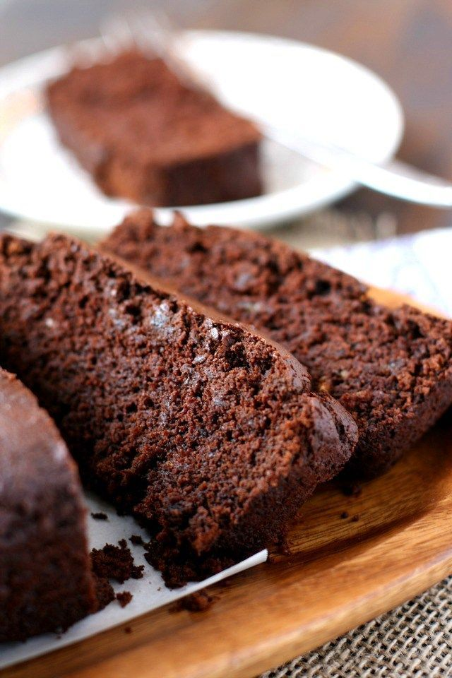 This chocolate banana bread recipe is a healthier treat - it's refined sugar free!