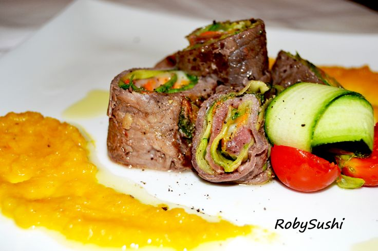 Volete un'idea per un pranzo o una cena veloce? Ecco il piatto che fa per voi, semplice da preparare, bello da vedere e buono da mangiare! Gli ingredienti sono di stagione e semplicissimi da trovare…..e ovviamente sono 5! http://robysushi.wordpress.com/2013/06/12/5-ingredienti-in-5-mosse-per-una-ricetta-rotolini-fantasia-con-crema-di-carote-e-zenzero/