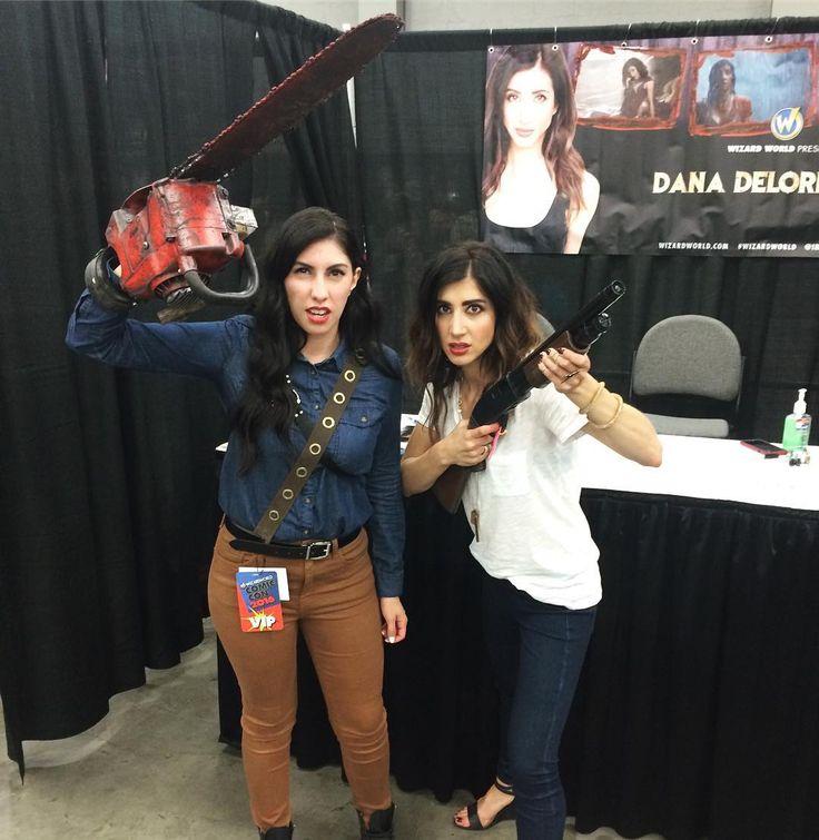 Epic #EvilDead cosplayer 'mandaloriana' with Dana DeLorenzo from #AshVsEvilDead Bruce Campbell