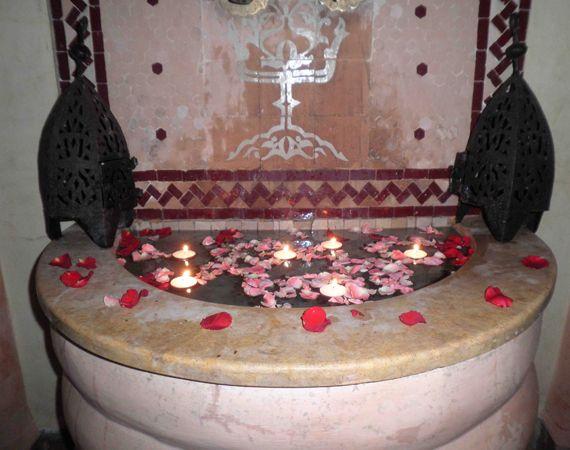 fontana in zellige realizzata a mano dai nostri artigiani marocchini