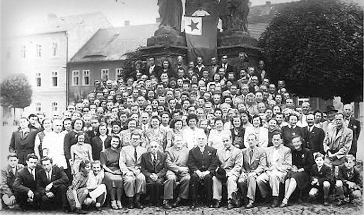 Po mnoho let byly pořádány pravidelné letní školy esperanta v Doksech, a byl o ně velký zájem.